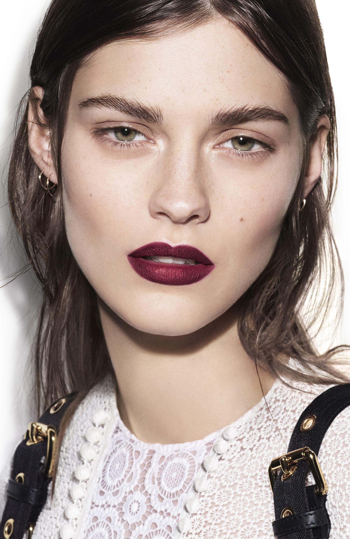 Burberry Cosmetics Spring/Summer 2016 Runway Makeup