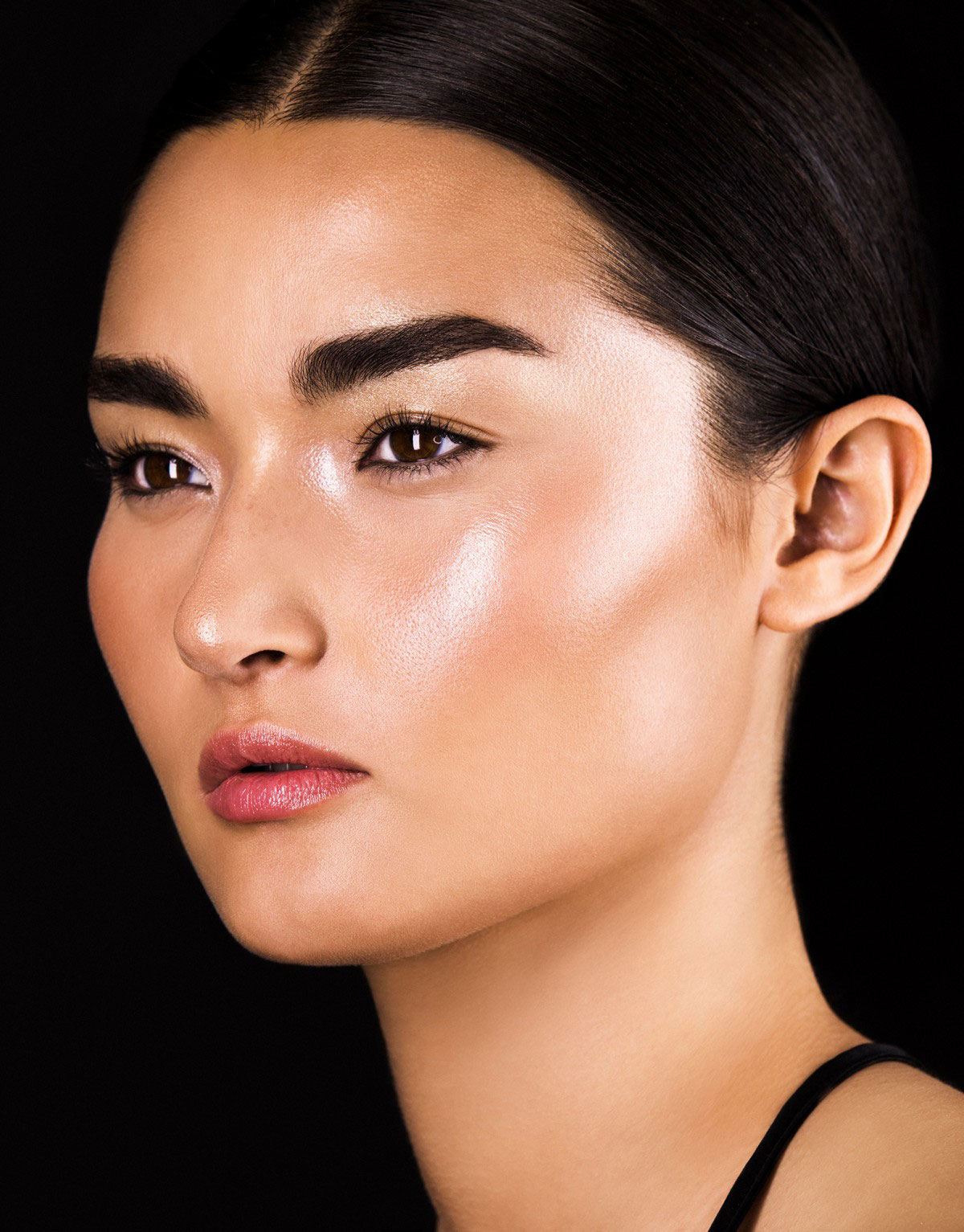 Hourglass-Ambient-Metallic-Strobe-Lighting-Palette-for-Holiday-2017-model
