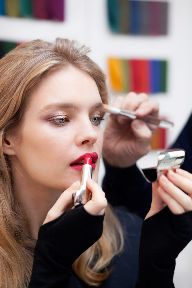 Natalia Vodianova applying Rouge Saphir shade