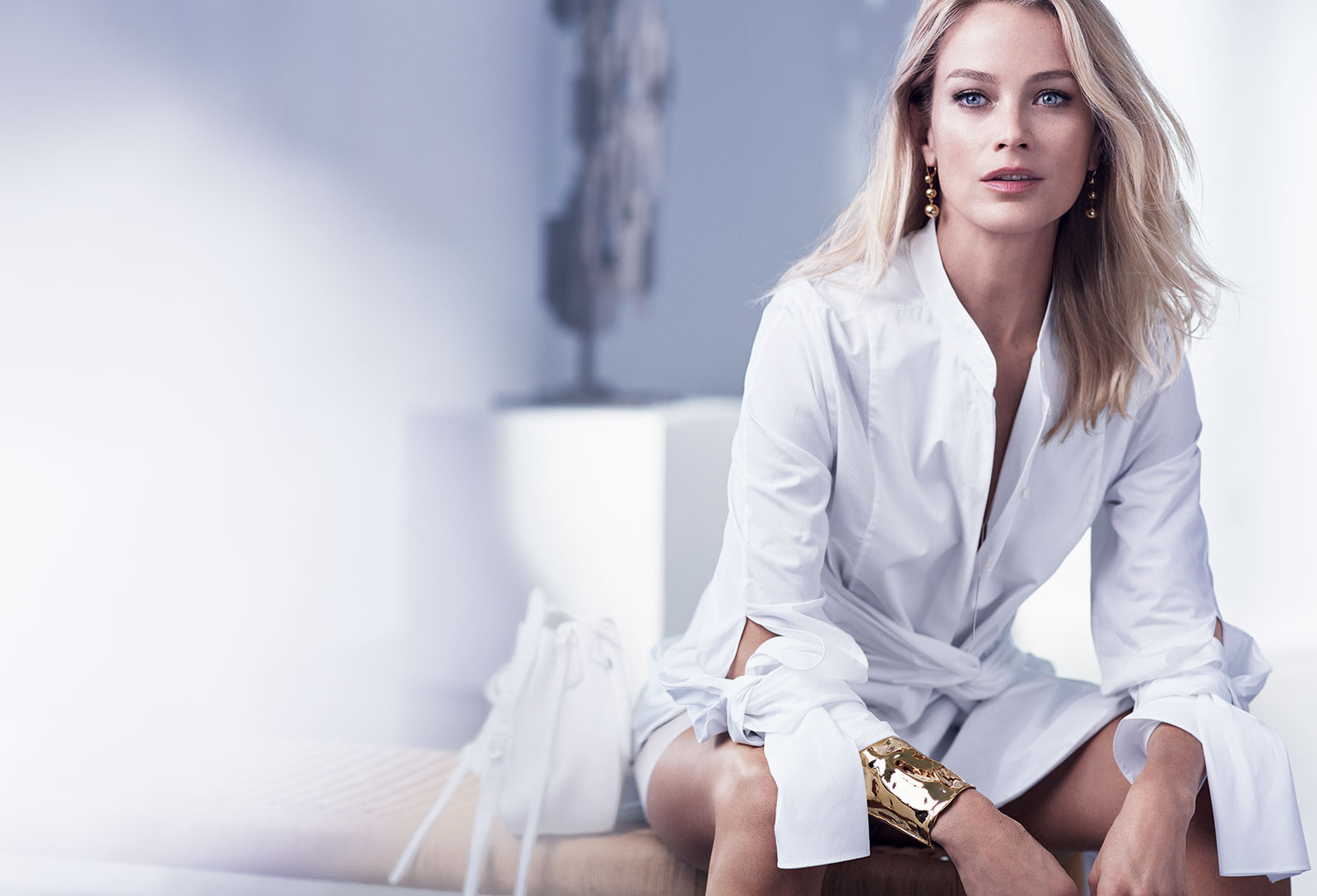 Resilience_Lift_Night_Model_Carolyn_Murphy_Global_Expiry_December_2017