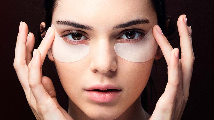 estee lauder kendall jenner using Advanced Night Repair Concentrated Recovery Eye Mask